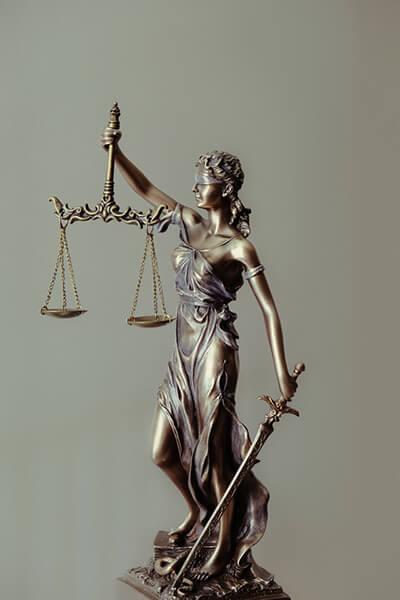 es una firma de abogados especialistas en realizar asesorias legales para empresas y personas naturales